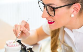 Где пройти обучение на зубного техника?